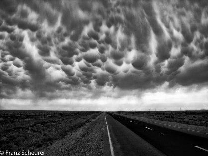 Going west (between Wilcania and Broken Hill, NSW, Australia